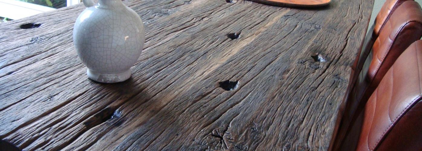 Eettafel geborstelde oude eiken wagondelen wagonplanken