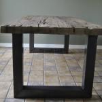 Bij De Oude Tafel koopt u robuuste houten tafels van oude eiken wagondelen en wagonplanken, deze zijn doorleefd en hebben een robuuste uitstraling en karakter. Uw nieuwe stoere en industriële tafel is op voorraad en direct leverbaar.